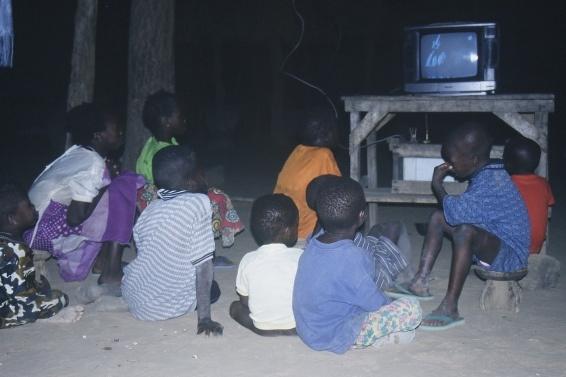 Behütet – Beschallt – Vernetzt: Mediennutzung im Alltag deutscher Kinder