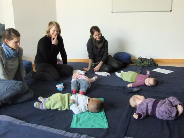 Babykurse: Kontakt und Rat im ersten Jahr