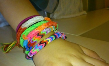 Loops Armband flechten ohne Webrahmen